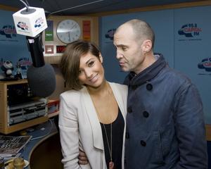 Nov 24, 2010 - Frankie Sandford - Global Radio Studios in London Th_44026_tduid1721_Forum.anhmjn.com_20101129221536001_122_229lo