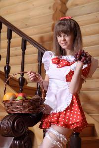 http://img230.imagevenue.com/loc52/th_105317672_tduid300163_Silver_Sandrinya_maid_1_085_122_52lo.JPG