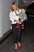 http://img230.imagevenue.com/loc529/th_992590319_Hilary_Duff_out_for_a_birthday_dinner1_122_529lo.jpg