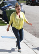 http://img230.imagevenue.com/loc539/th_505005693_Hilary_Duff_leaving_her_house_in_LA6_122_539lo.jpg