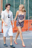 http://img230.imagevenue.com/loc541/th_80467_blake-lively-on-set-of-gossip-girl-in-nyc-20090903-21_122_541lo.jpg